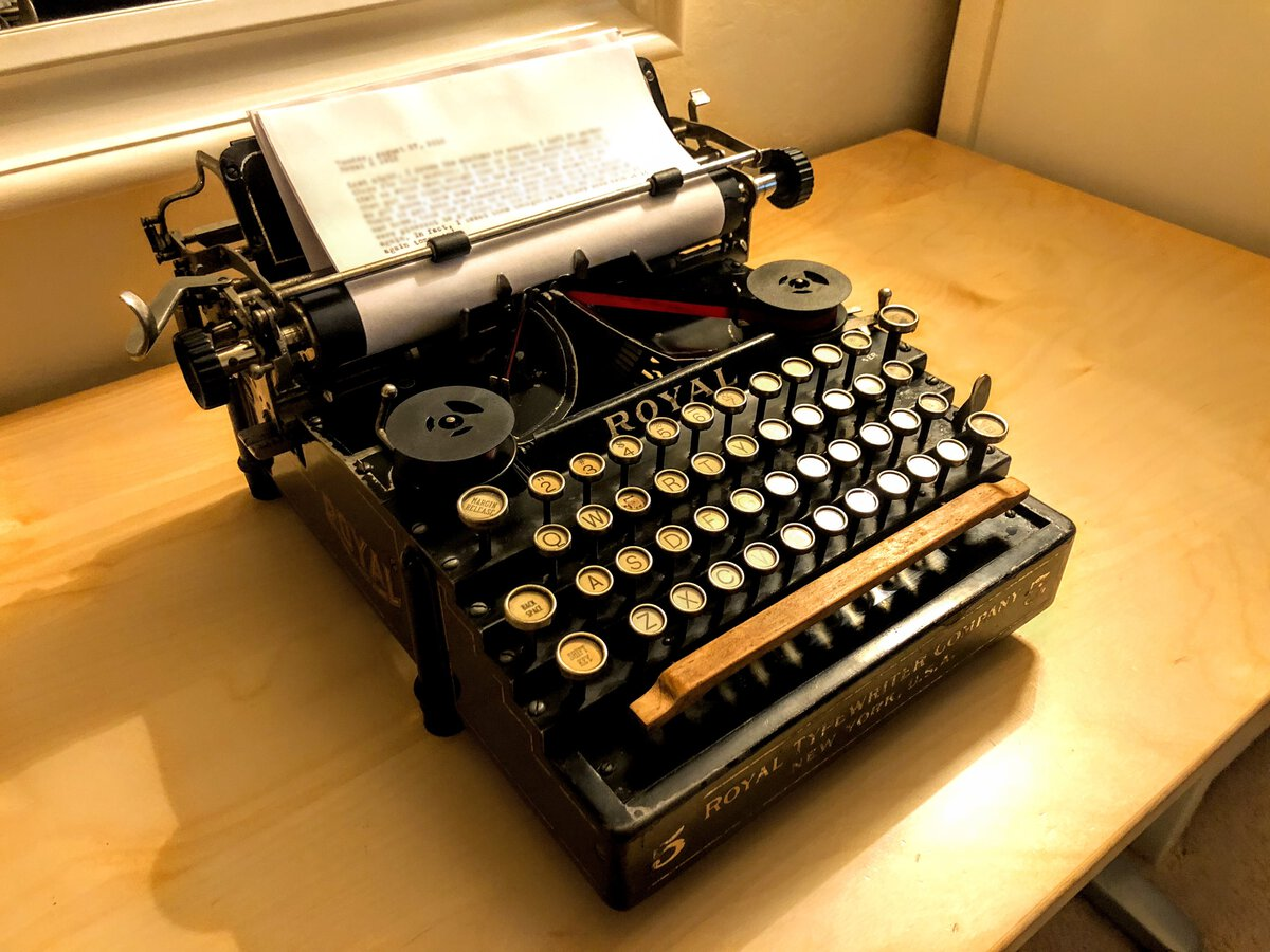 The 1913 Royal 5 typing again!